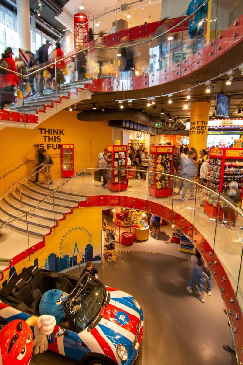 M & M Store
